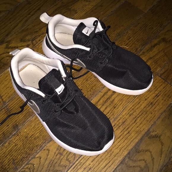 premium selection 3445b e227c Nike Roshe. Size 2.5 kids